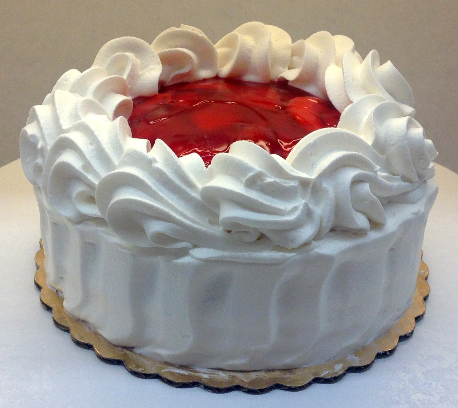 Cake Designs With Whipped Cream : strawberry cake with whipped cream icing